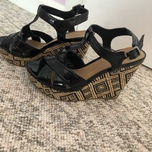 Black and Tan wedges!